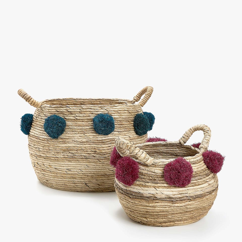 BASKET WITH POMPOMS