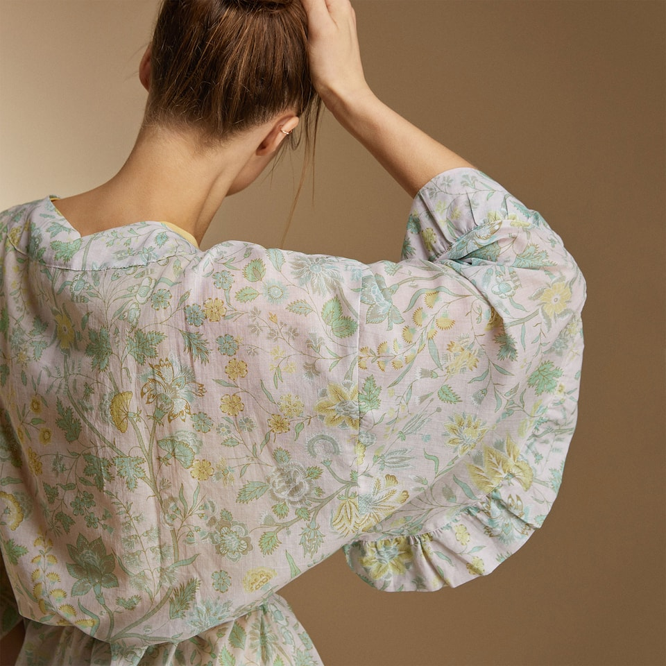 FLORAL MOTIF KIMONO WITH RUFFLED SLEEVES