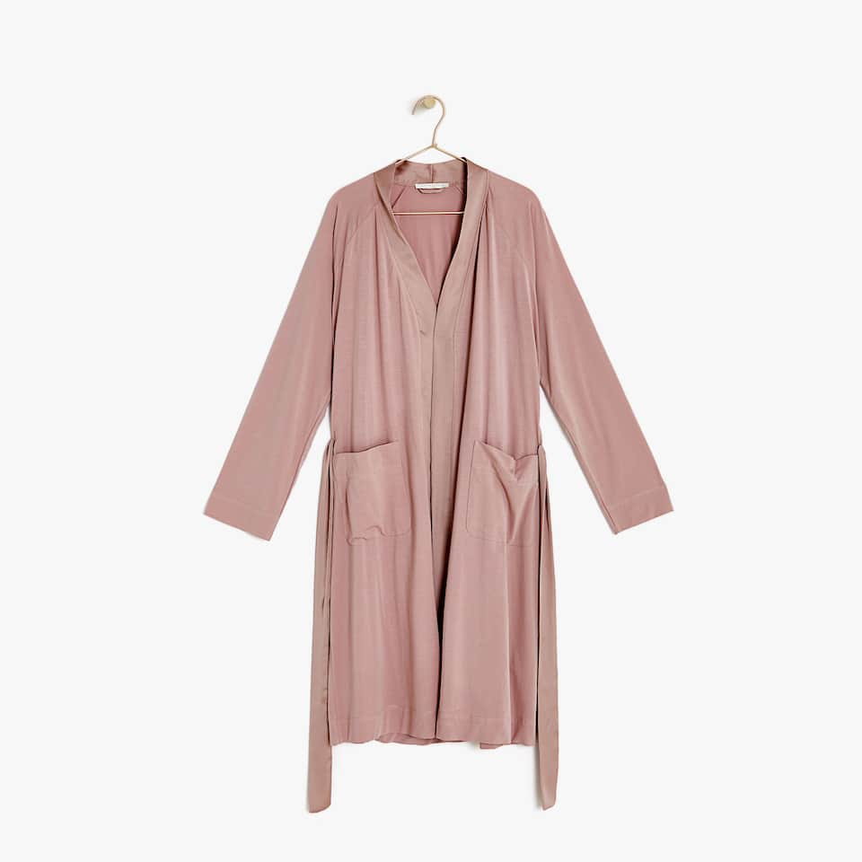 Dressing gown with shimmery detail