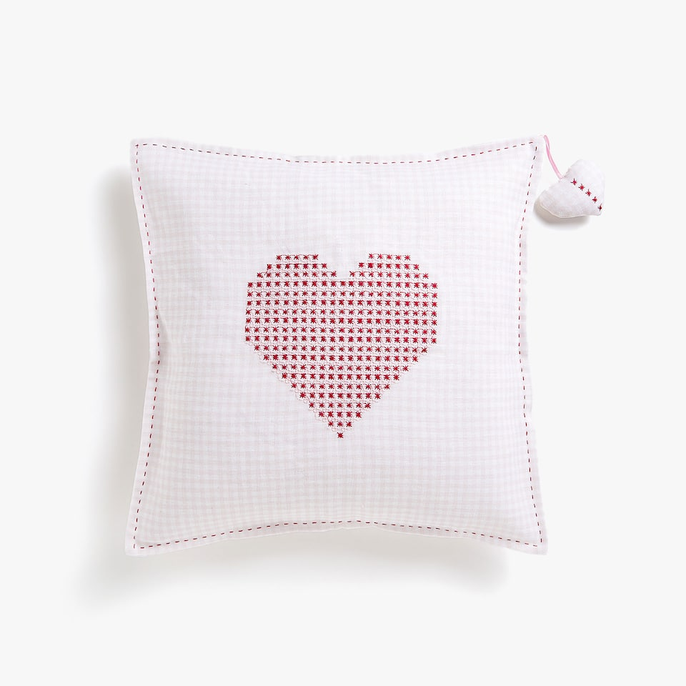 Калъфка за декоративна възглавница с украшение сърце, Kids