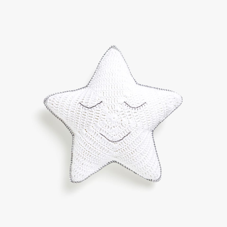 Kids crochet star cushion