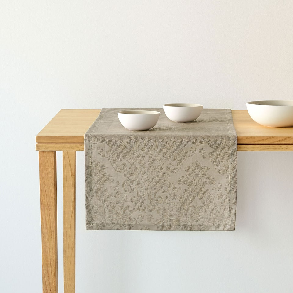 Laminated jacquard table runner