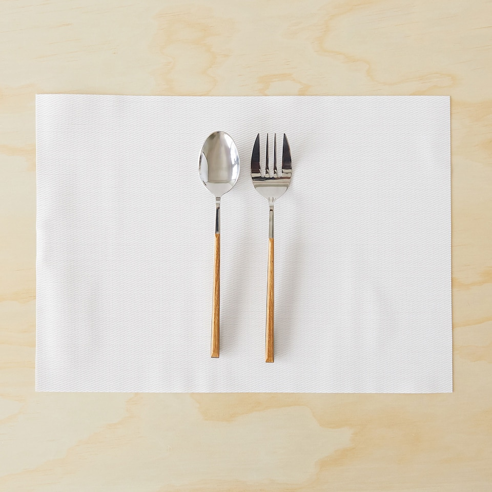 Basic plastic placemat (set of 2)