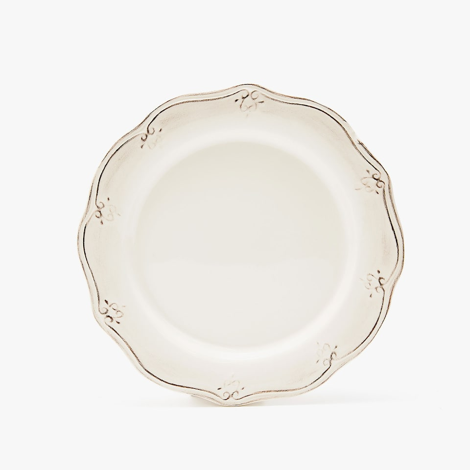 SCALLOPED EARTHENWARE DINNER PLATE