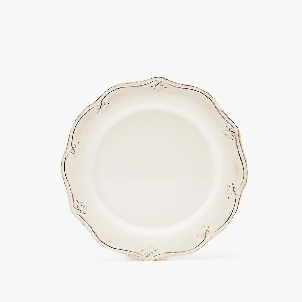 SCALLOPED EARTHENWARE DESSERT PLATE