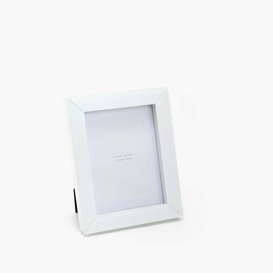 WHITE GLASS FRAME