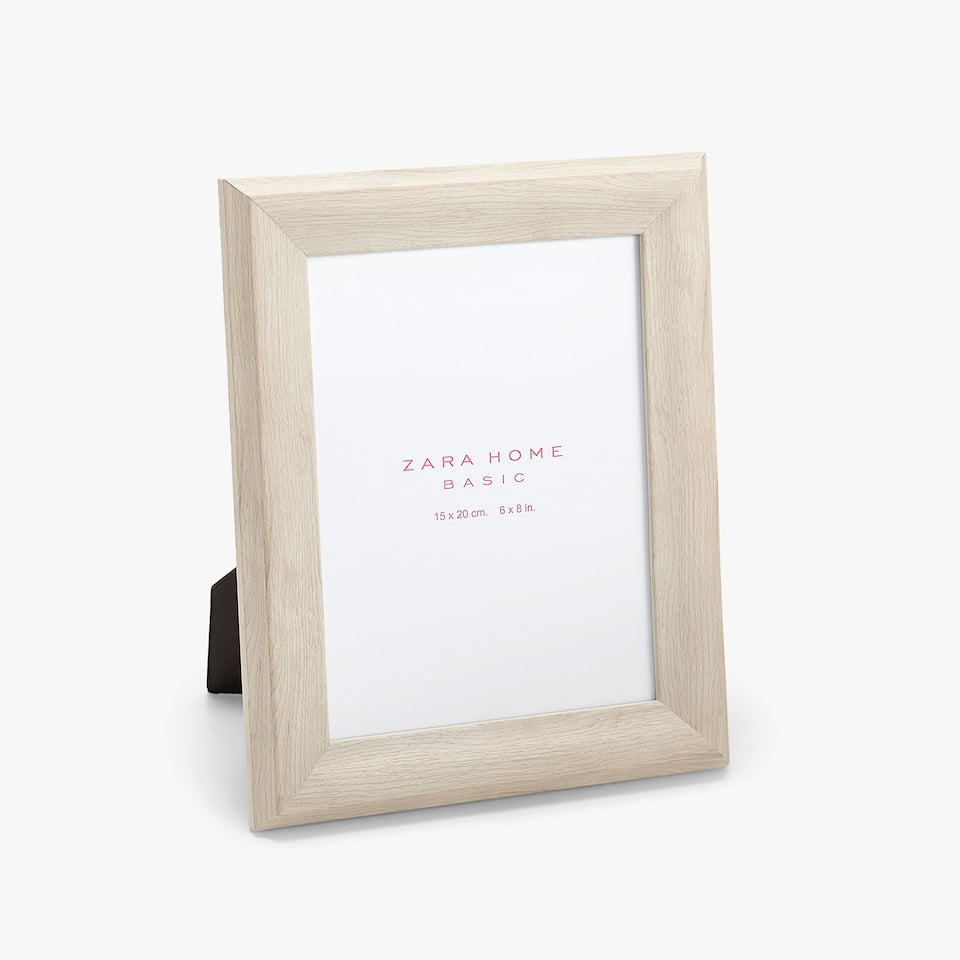 WOOD-EFFECT FRAME