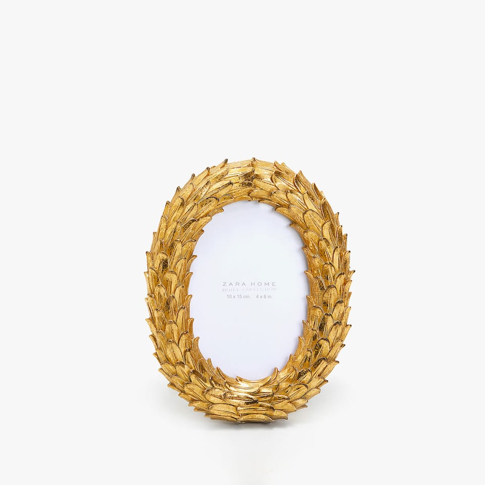 GOLDEN WREATH FRAME