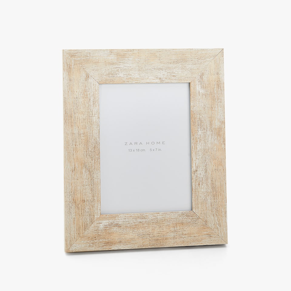 STRIPPED-EFFECT WOODEN FRAME