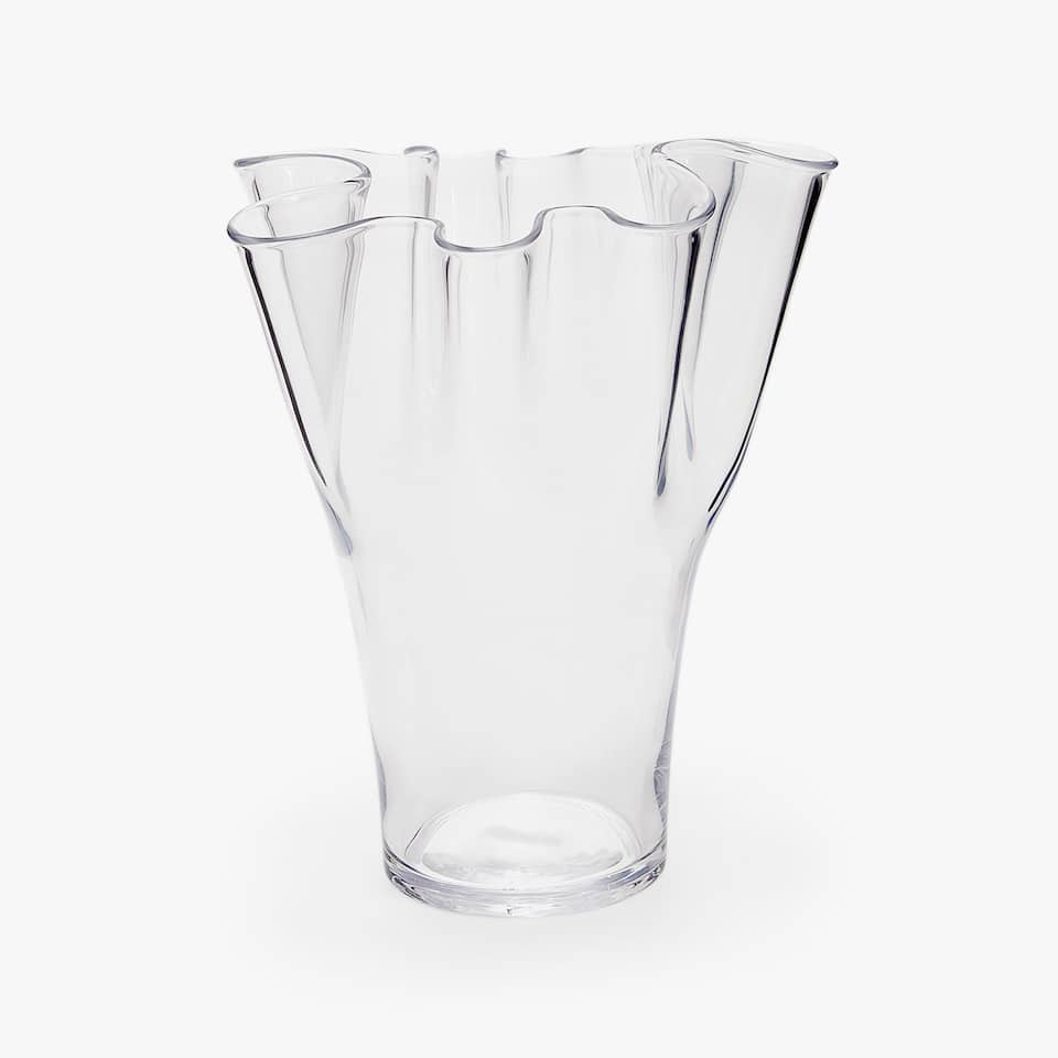 GLASS VASE WITH A SCALLOPED EDGE