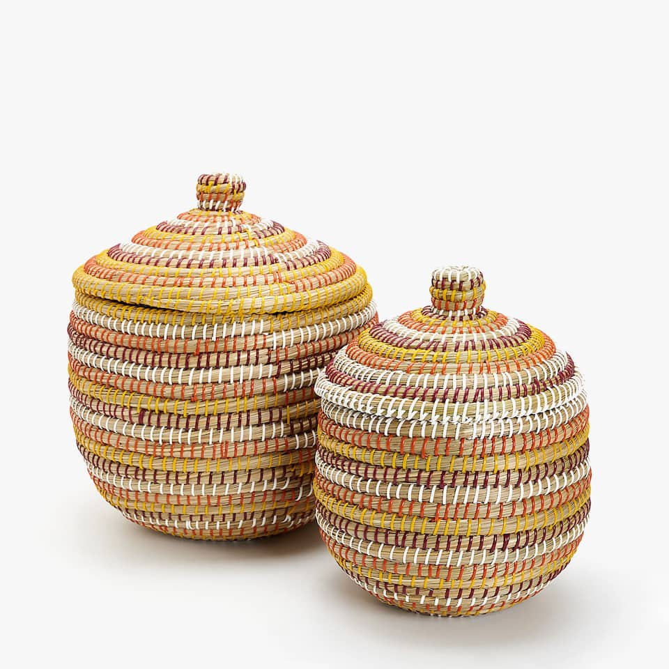 MULTICOLOURED BRAIDED BASKET WITH A LID