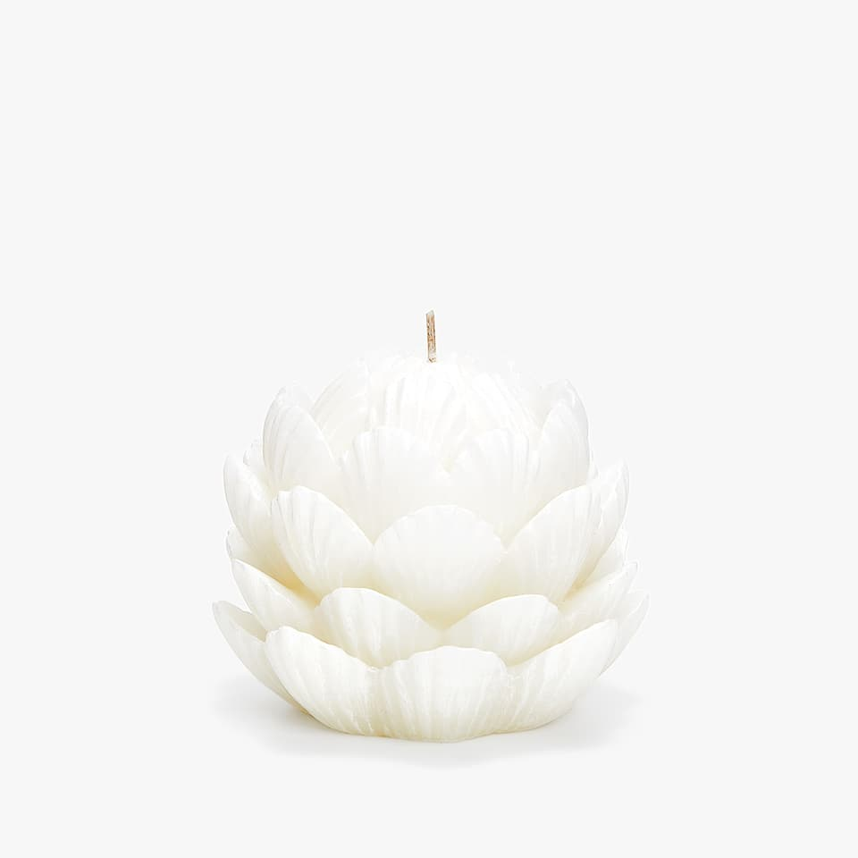 FLOWER-SHAPED CANDLE