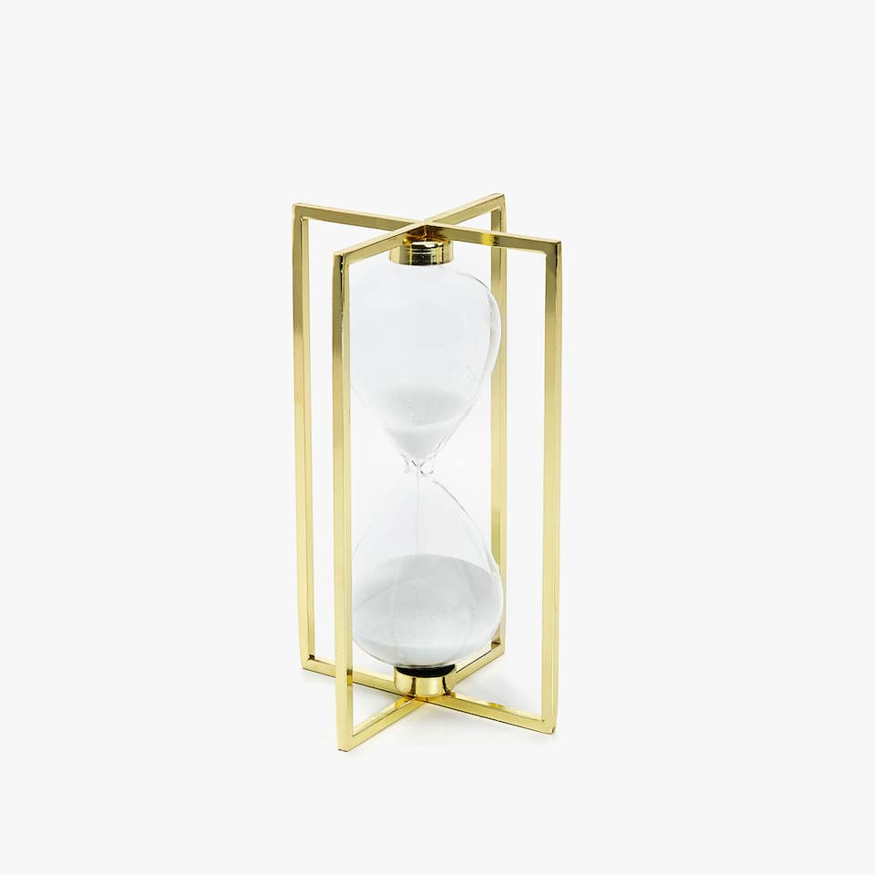 HOURGLASS WITH A METAL STRUCTURE