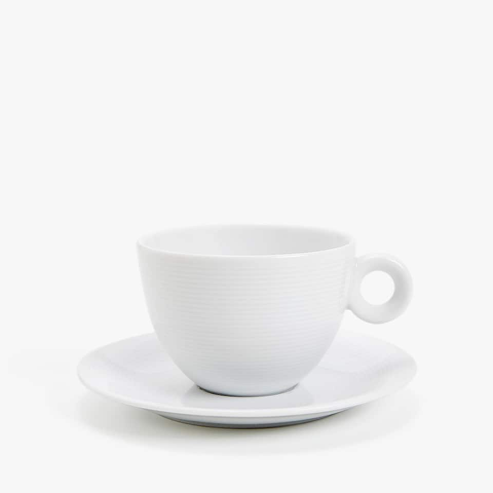 PORCELAIN COFFEE CUP AND SAUCER WITH LINEAR DESIGN