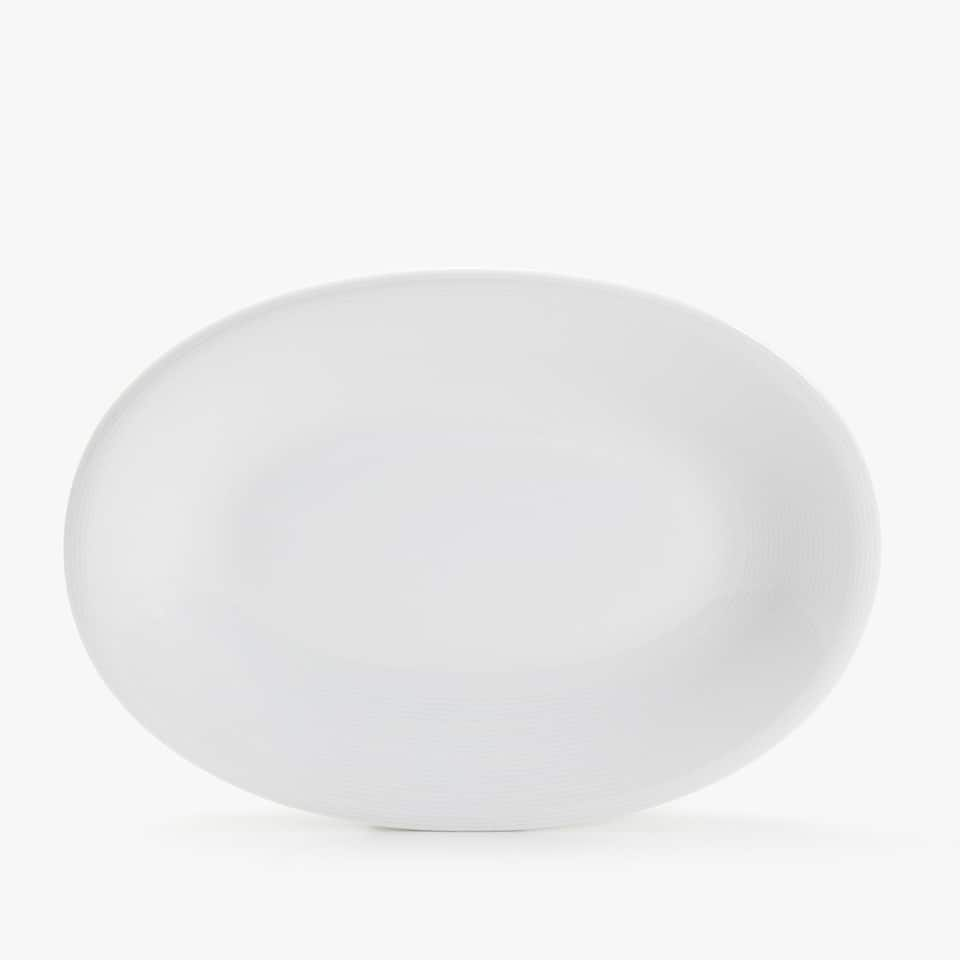 PORCELAIN SERVING DISH WITH LINEAR DESIGN