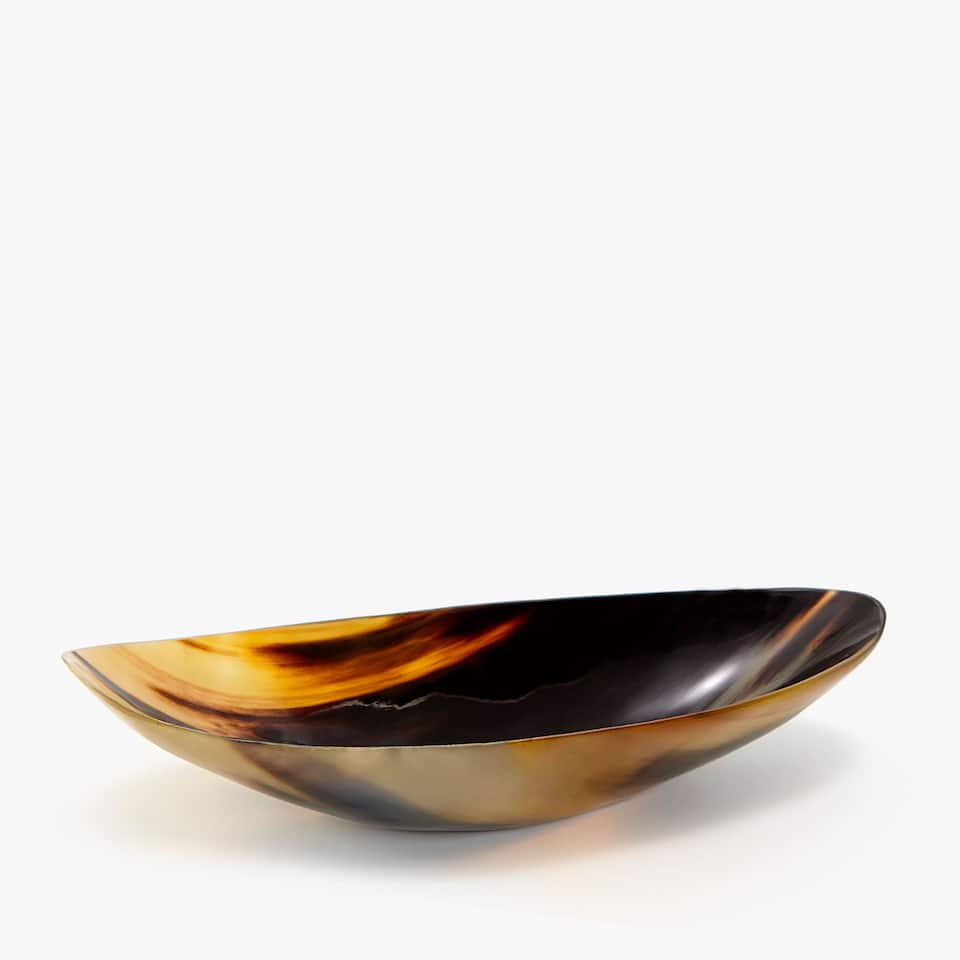 DECORATIVE CONCAVE-SHAPED TRAY