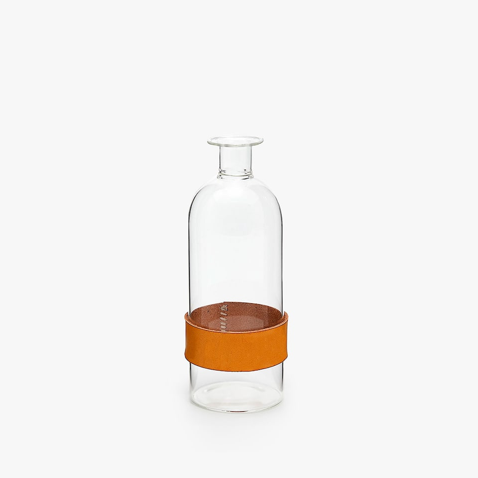 DECORATIVE BOTTLE WITH APPLIQU�