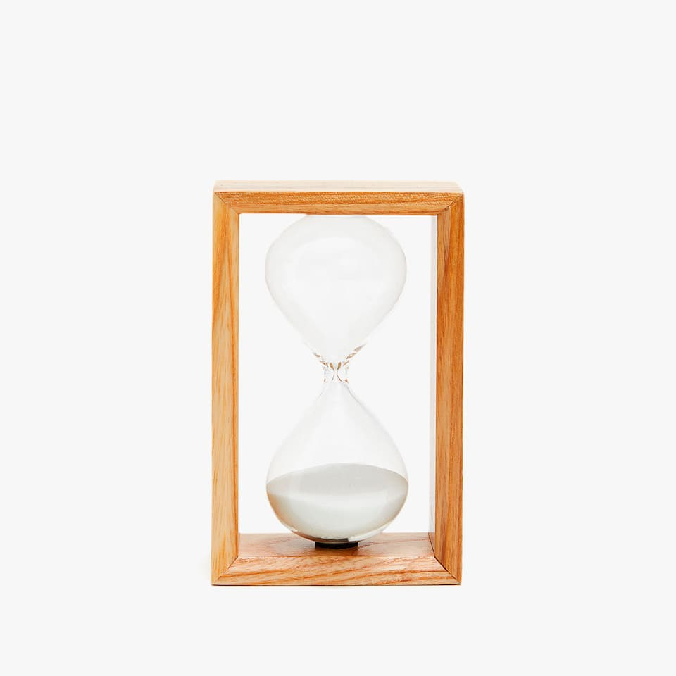 HOURGLASS WITH A WOODEN STRUCTURE