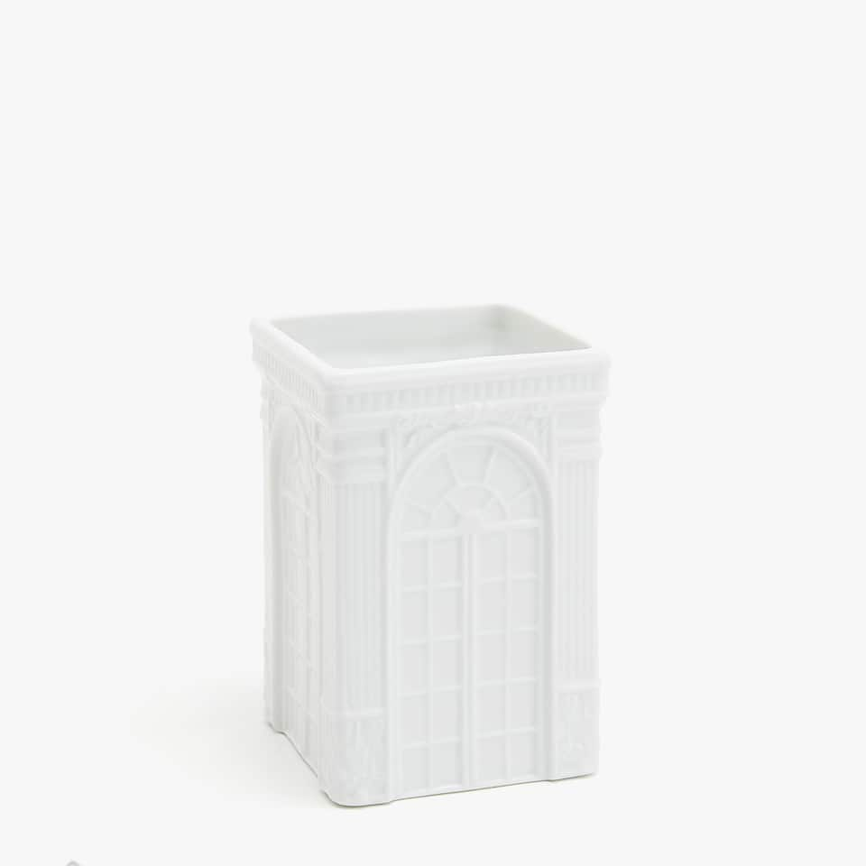 Tumbler with embossed palace design