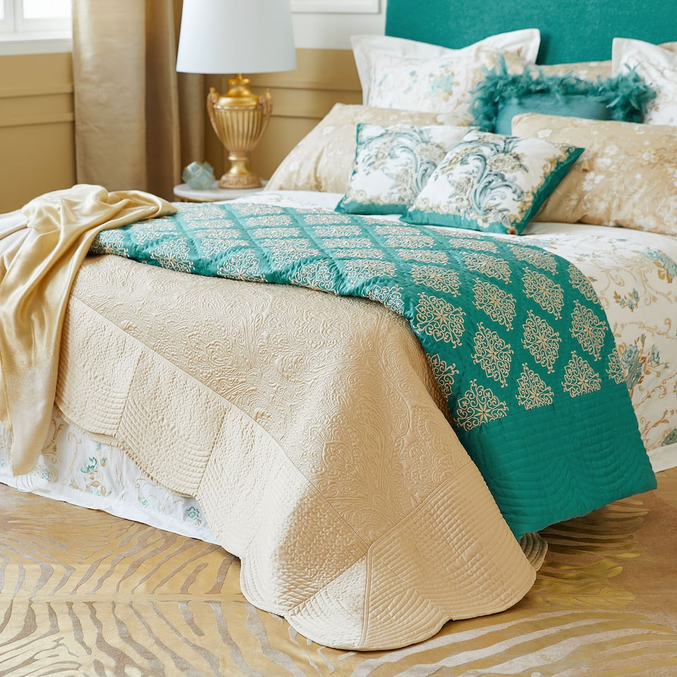Metallic thread damask quilt