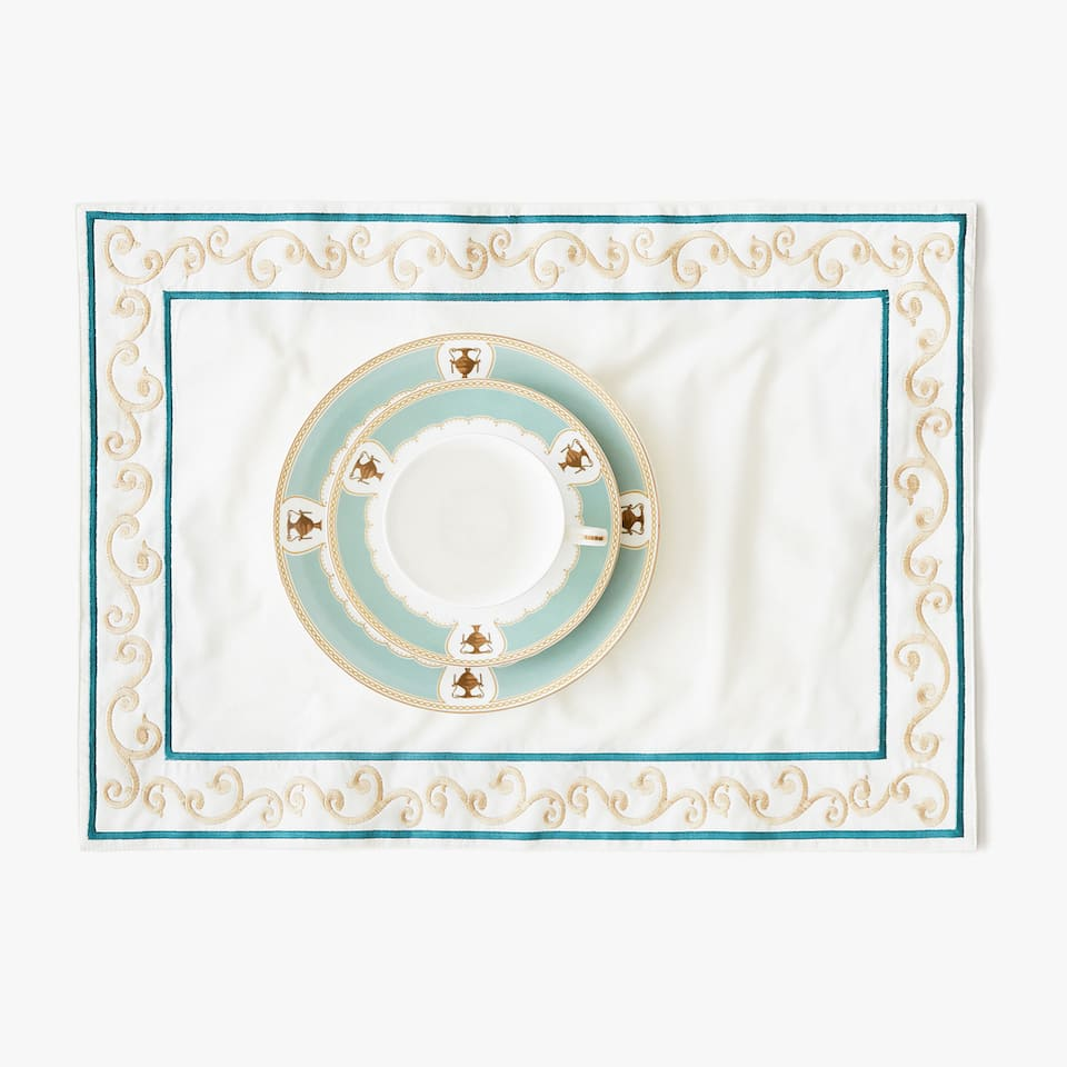 White and gold cotton placemat