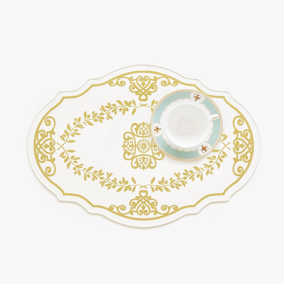 Oval methacrylate placemat