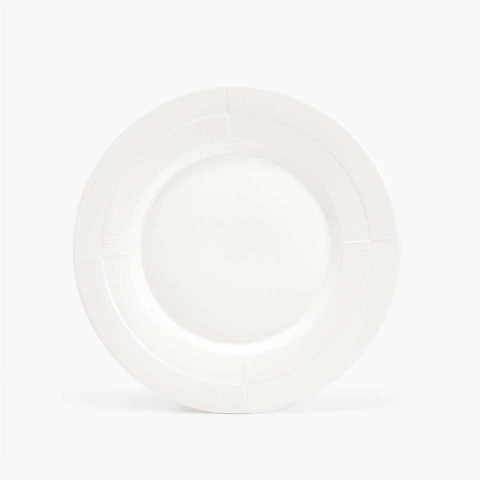 MATTE STONEWARE DINNER PLATE WITH RAISED-DESIGN RIM