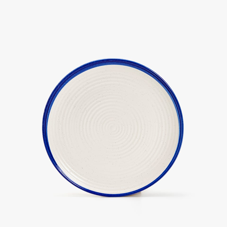 TEXTURED EARTHENWARE DESSERT PLATE WITH IRREGULAR EDGE