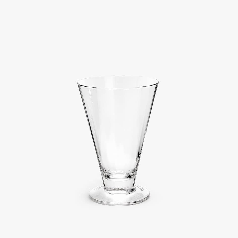 WINE GLASS WITH WIDE BASE