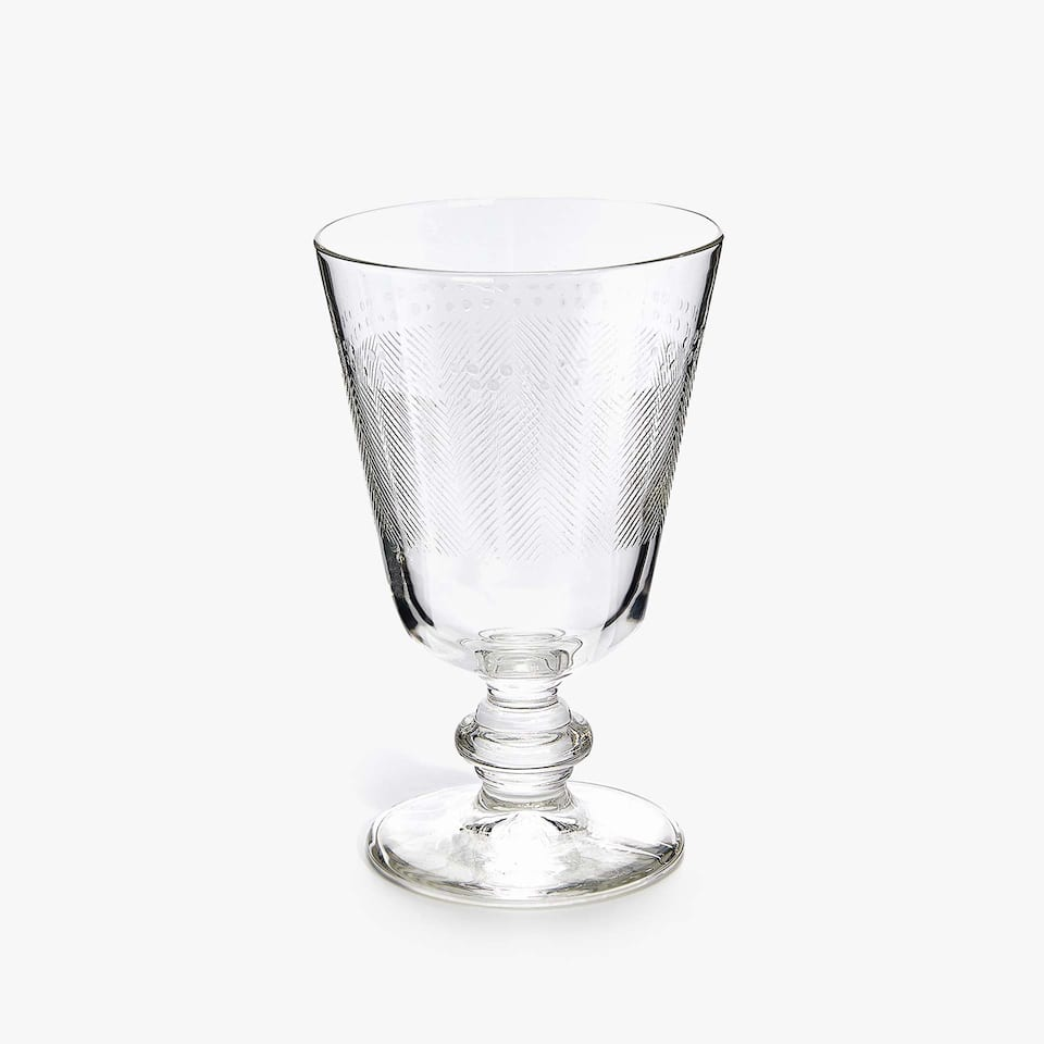 NOTCHED WINE GLASS WITH RAISED-EFFECT DESIGN