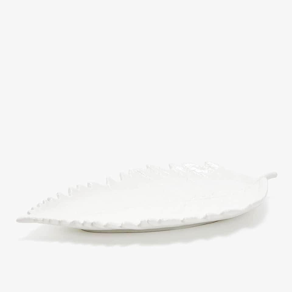RAISED LEAF PORCELAIN SERVING DISH