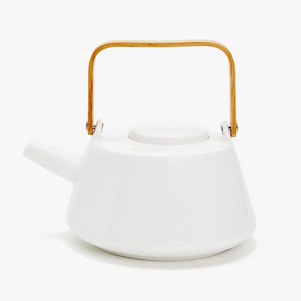 PORCELAIN TEAPOT WITH WOODEN HANDLE