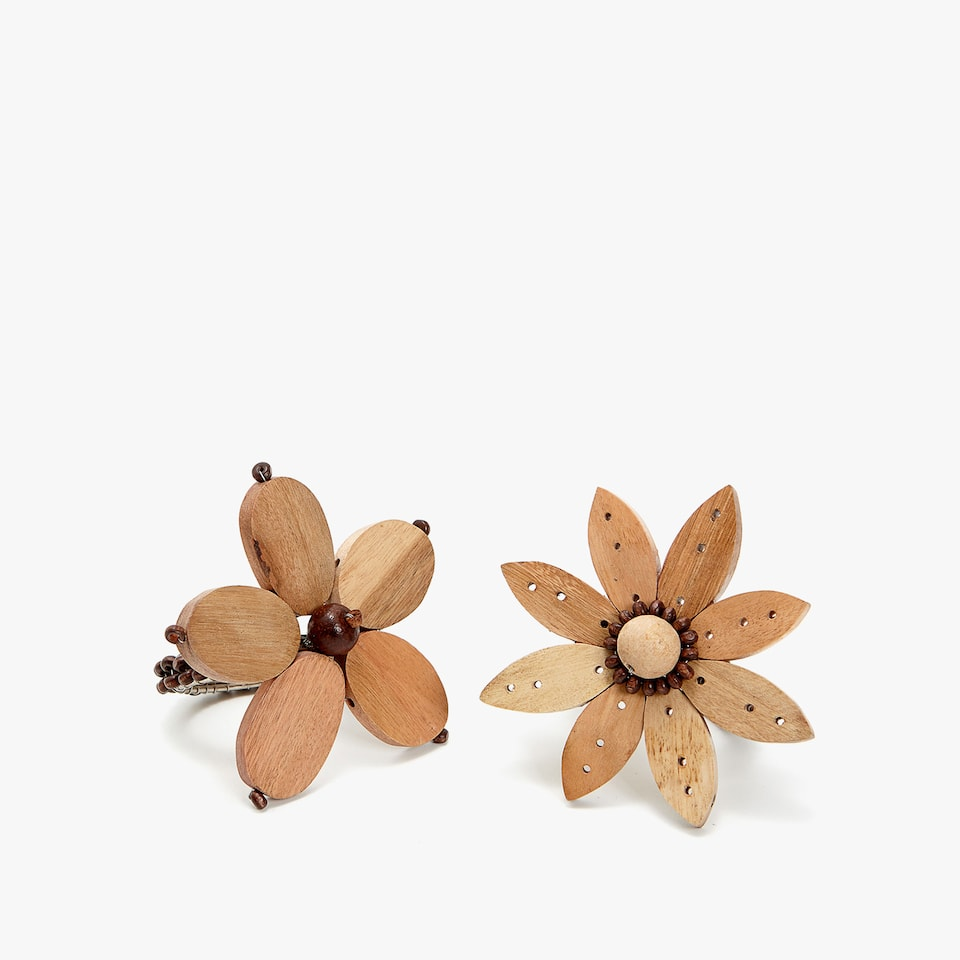 FLOWER-SHAPED WOODEN NAPKIN RINGS (SET OF 2)
