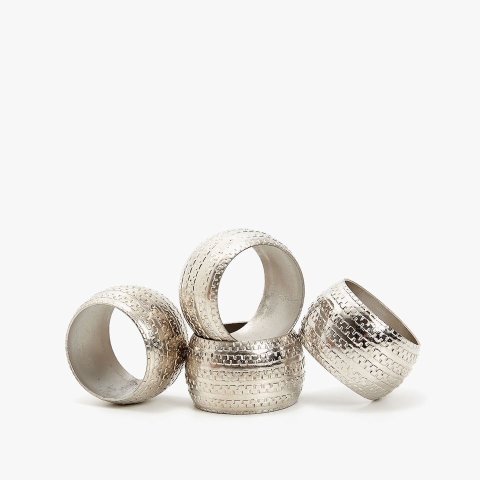 ALUMINIUM NAPKIN RING WITH RAISED CHAIN DESIGN (SET OF 4)