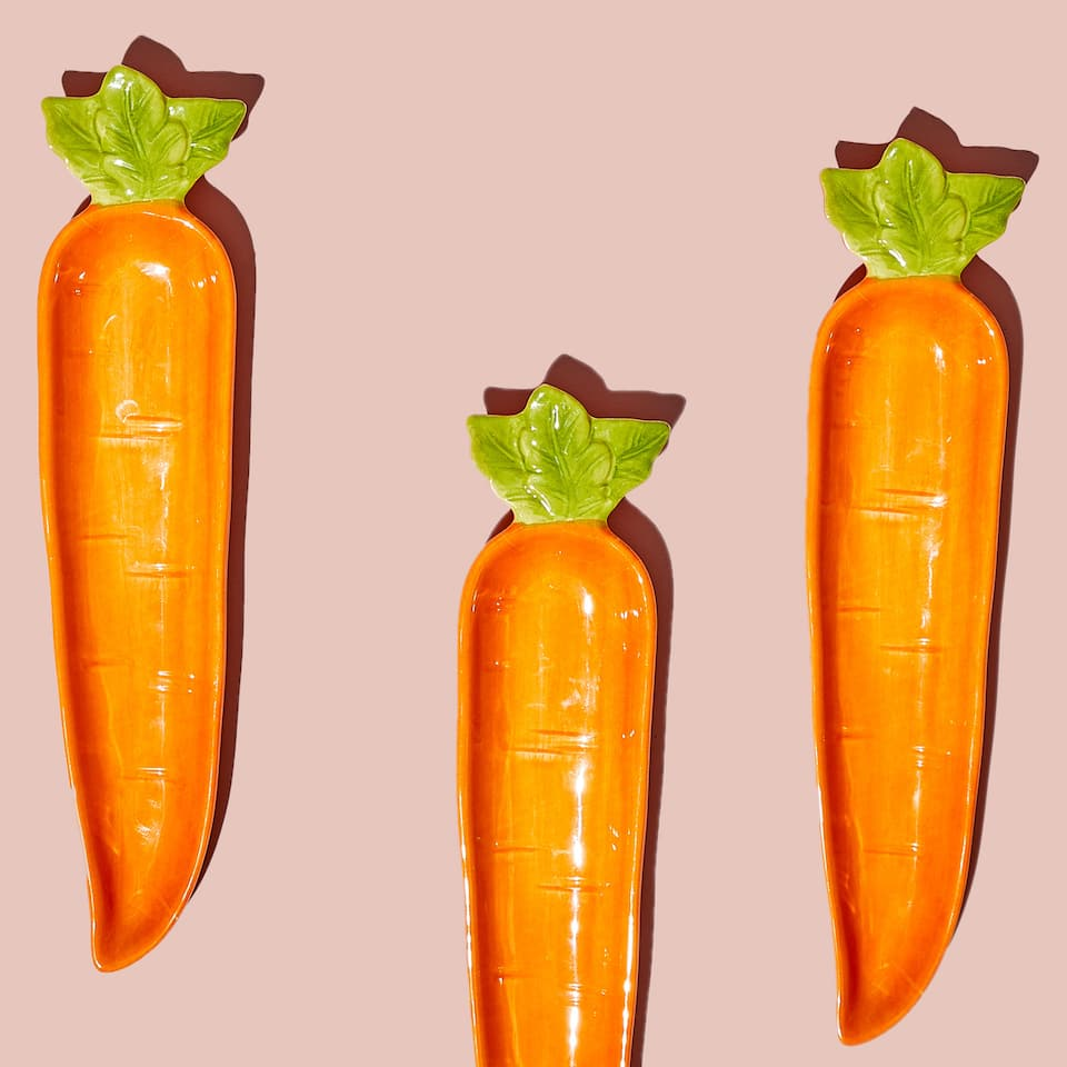 Carrot-shaped serving dish