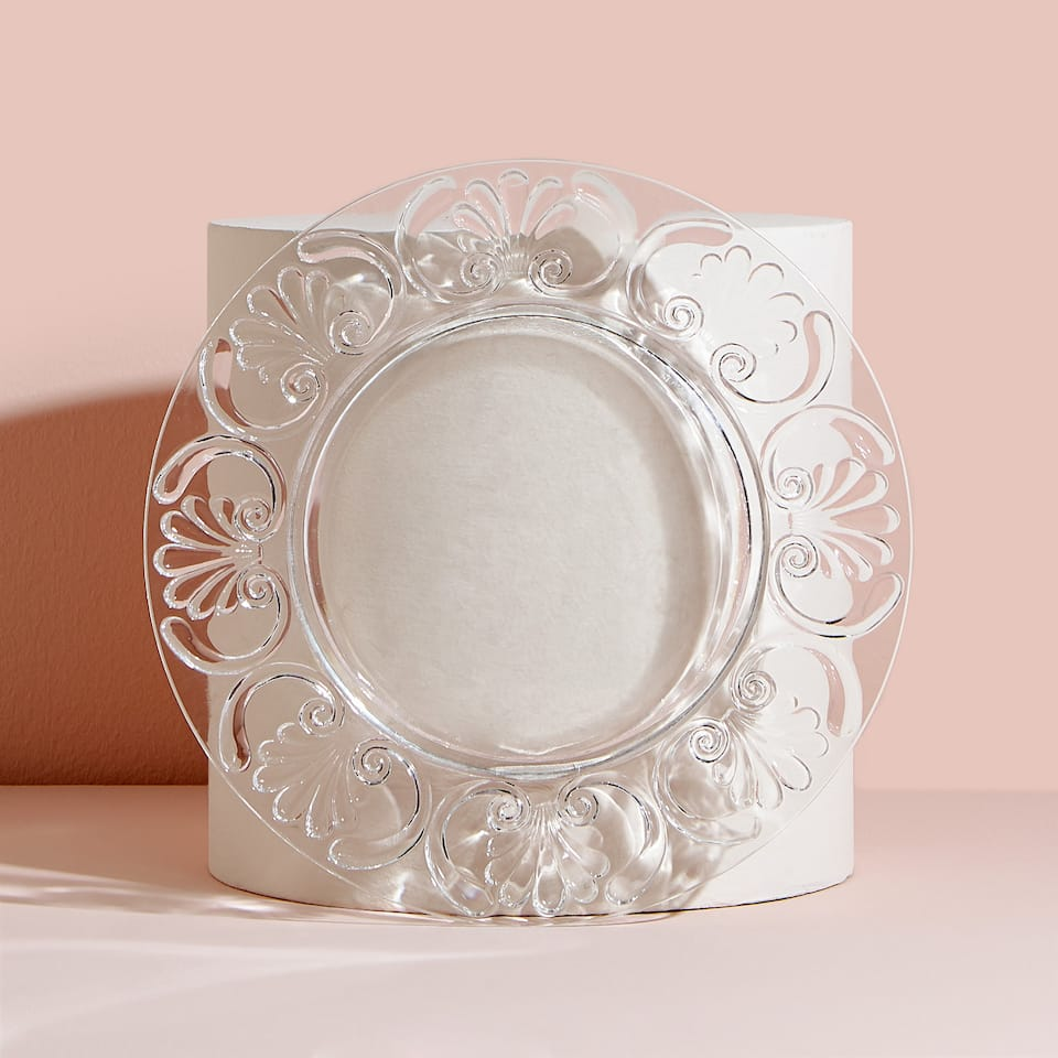 Dinner plate with a raised design