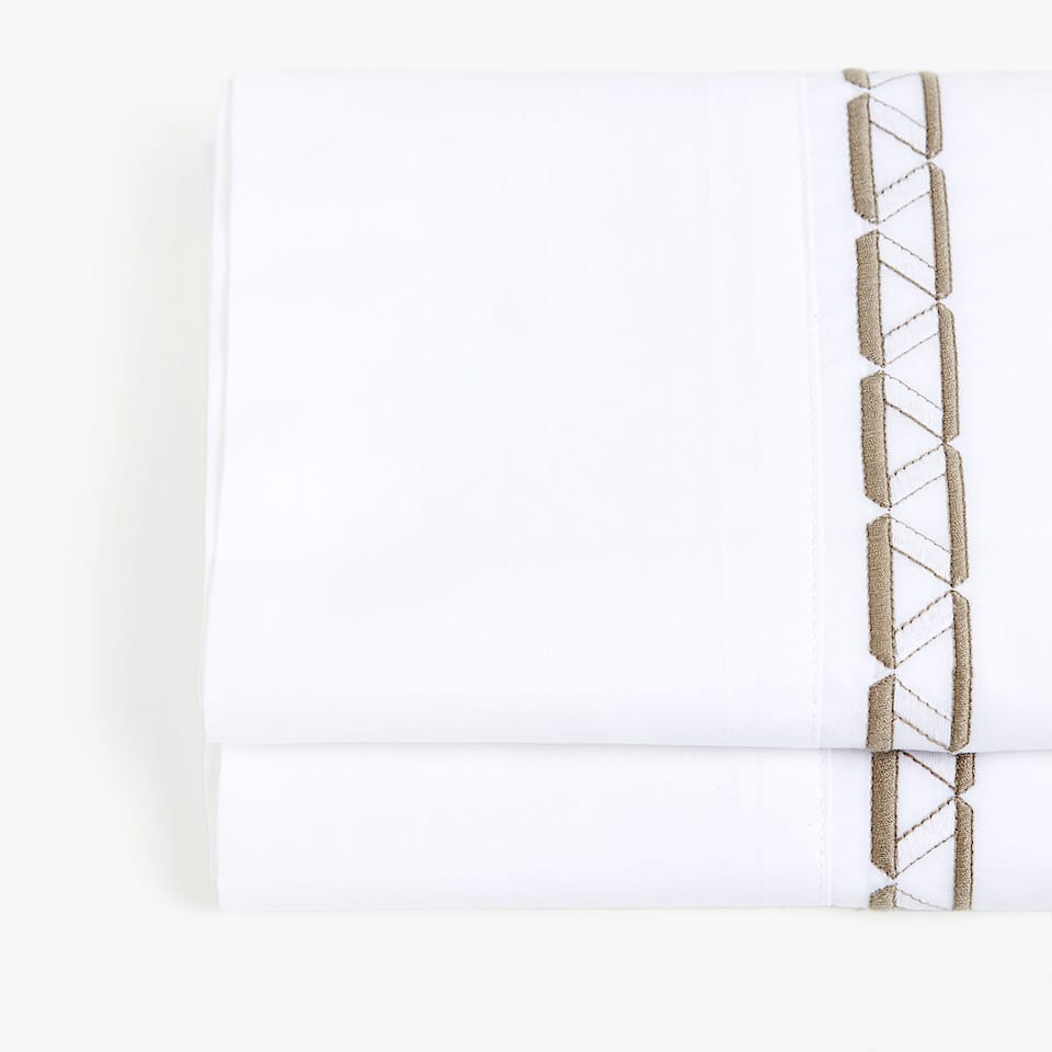 TOP SHEET WITH EMBROIDERED PLAIT BORDER