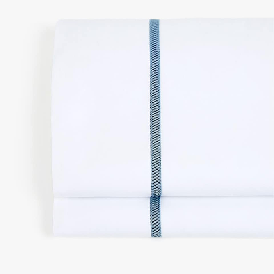 FLAT SHEET WITH A CONTRASTING RIBBON APPLIQUÉ