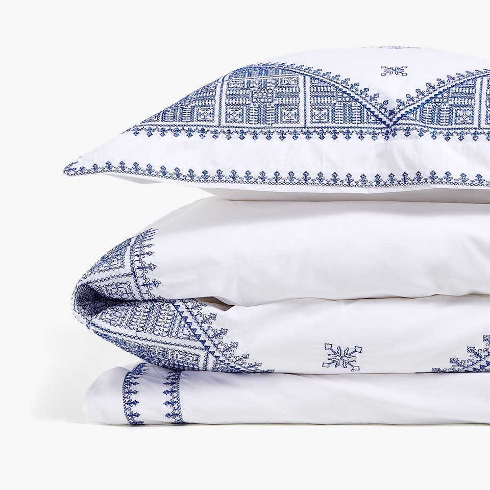 DUVET COVER WITH BLUE EMBROIDERY
