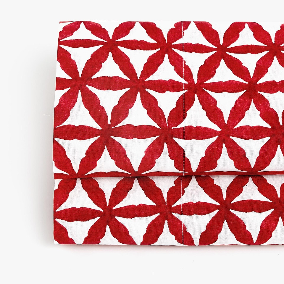 TOP SHEET WITH GEOMETRIC DESIGN
