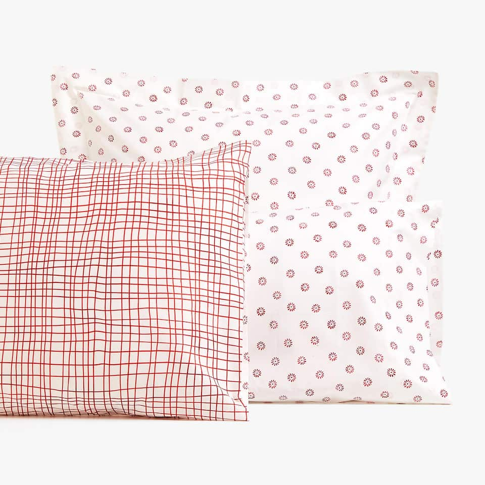 REVERSIBLE GEOMETRIC PATTERN AND DAISY PRINT PILLOWCASE