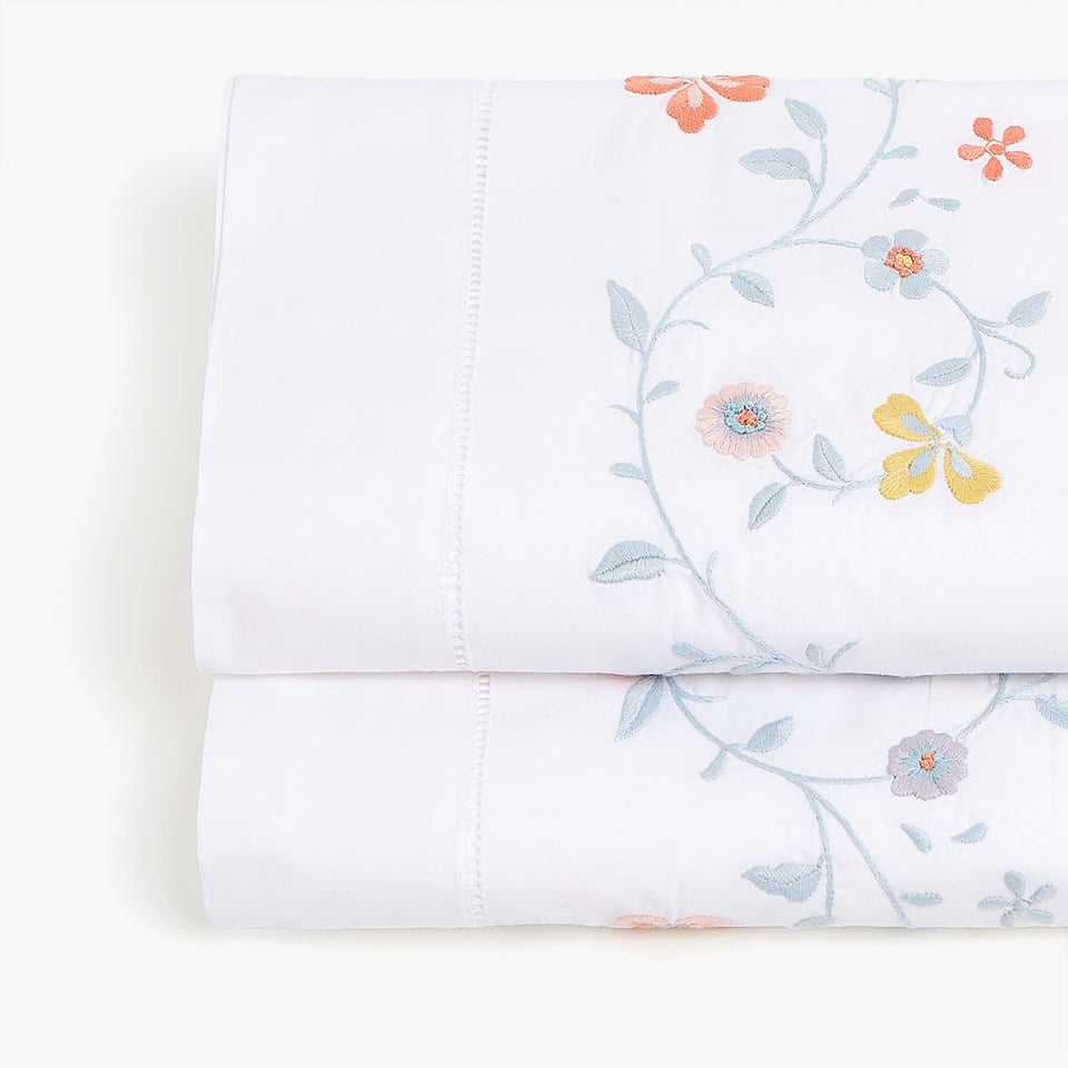 PERCALE FLAT SHEET WITH FLORAL EMBROIDERY