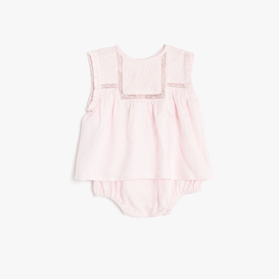 Sleeveless baby set with embroidered details