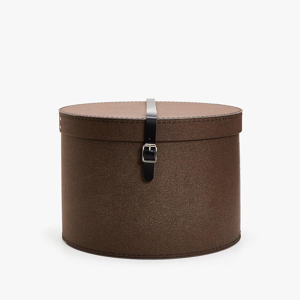 Round belted box