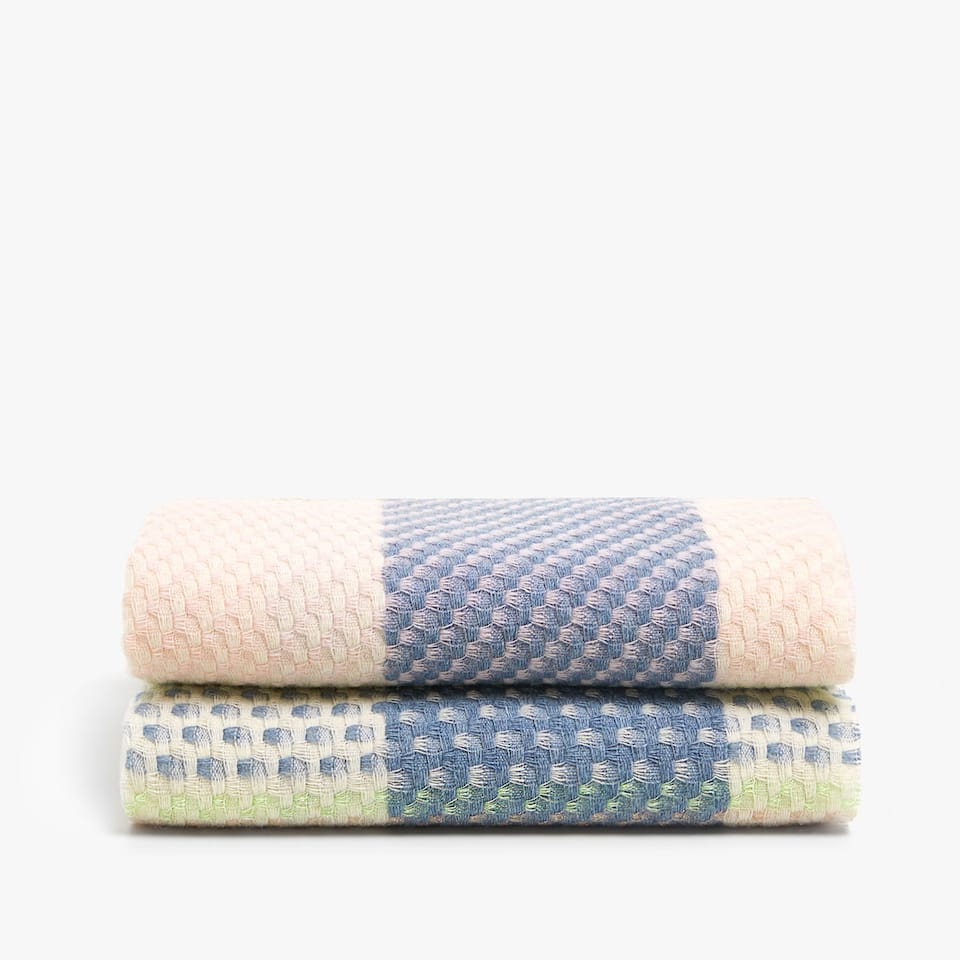 PASTEL CHECKED BLANKET WITH METALLIC THREAD