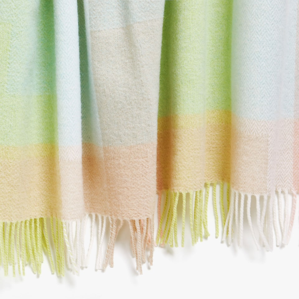 CHECKED PASTEL-COLOURED BLANKET