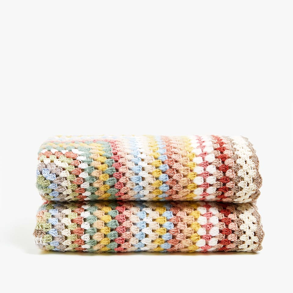 COPERTA ALL'UNCINETTO A RIGHE MULTICOLORI
