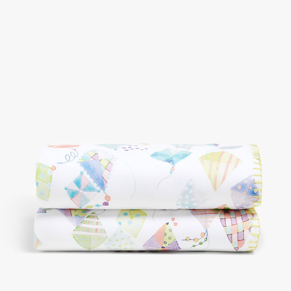 KITES FLEECE BLANKET