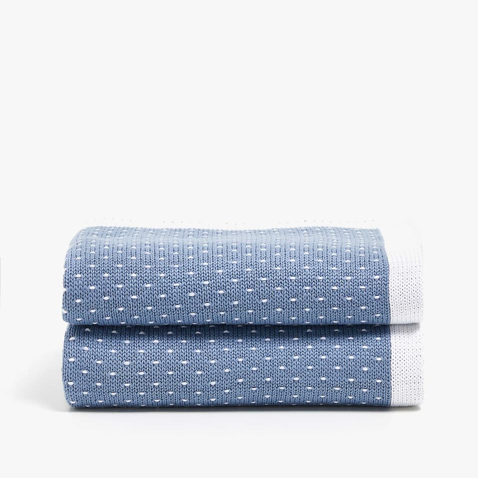 COTTON BLANKET WITH CONTRASTING DOTS