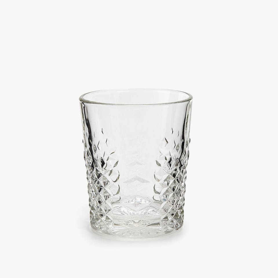 GLASS TUMBLER WITH RAISED DIAMOND DESIGN